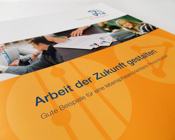 IFOK, Broschüre, Titel, Arbeit der Zukunft gestalten, Initiative für Beschäftigung, Werbeagentur magenta, Mannheim