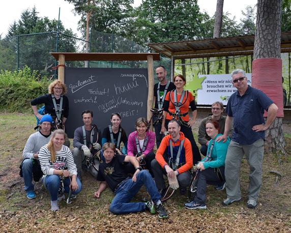Ziplinepark, Elmstein, Pfalz, Betriebsausflug 2016, Gruppenbild, magenta